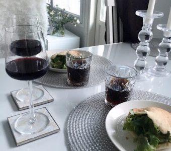 lasi ruokapöydän päälle