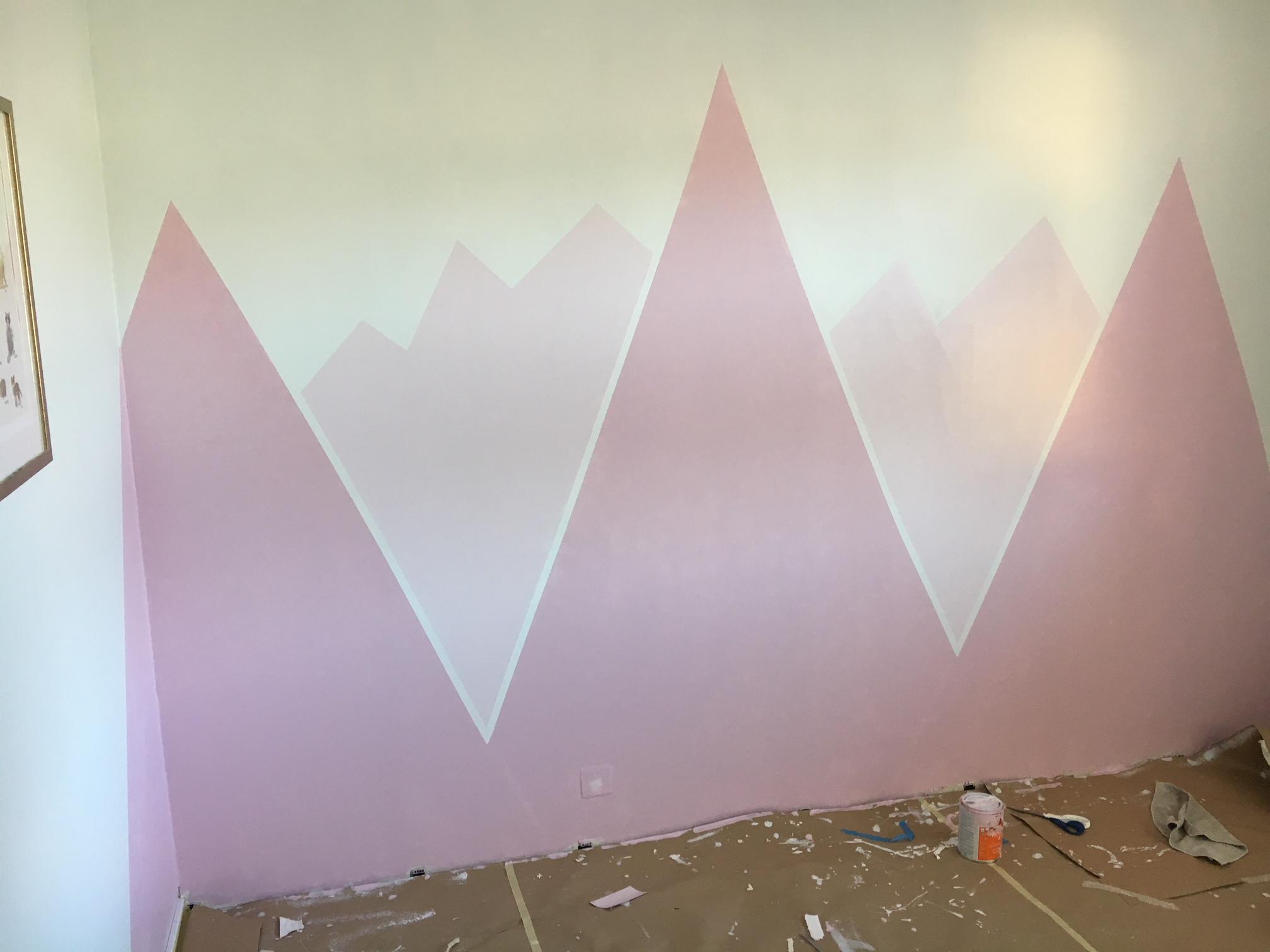 lastenhuoneen seinämaalaus_vuoret