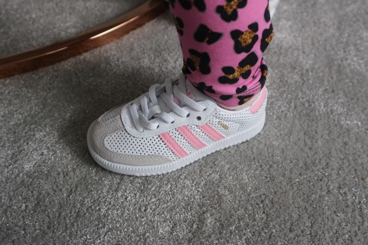 Adidas lenkkarit taaperolle