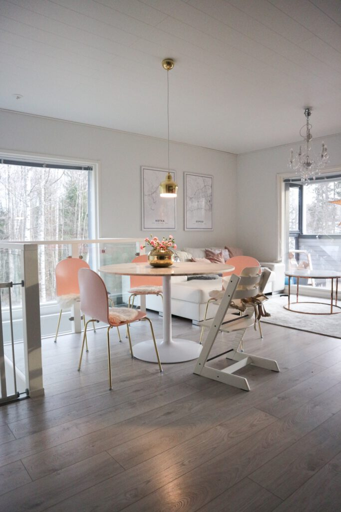 Marmoripöytä ruokapöytänä