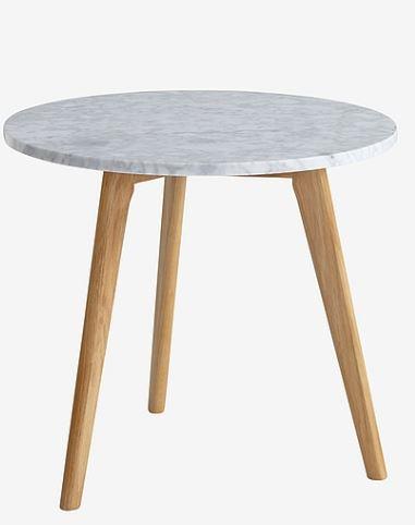 pieni marmoripöytä