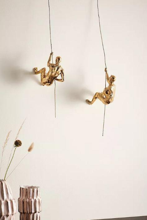 kultaiset koriste-esineet